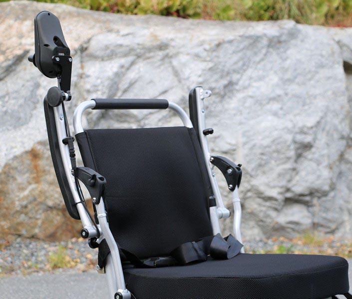 Eloflex est un fauteuil roulant électrique pliable unique ultra léger au design compact.