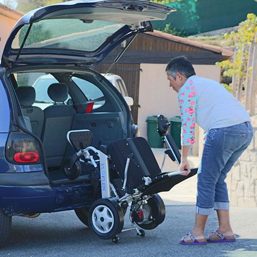 charger son Eloflex dans son coffre de voiture en faisant levier facilement