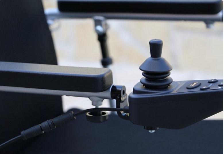 Detail manette fauteuil roulant électrique pliable Eloflex