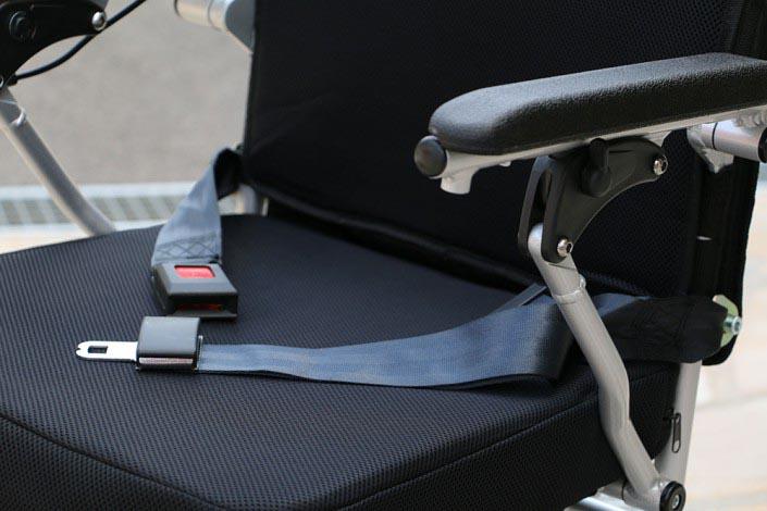 Eloflex est équipé d'une ceinture pour plus de sécurité