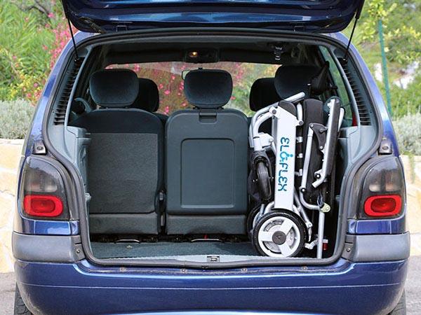 Eloflex plié dans un coffre de voiture