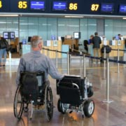 fauteuil roulant électrique pliable Eloflex à l'aéroport