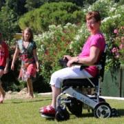 fauteuil roulant électrique pliable Eloflex en famille