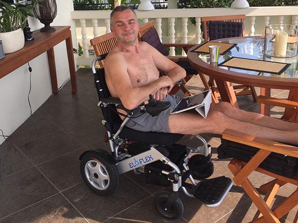 fauteuil roulant électrique pliable Eloflex en vacances