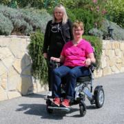 fauteuil roulant électrique pliable Eloflex modèle P en ballade