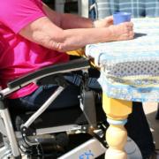fauteuil roulant électrique pliable Eloflex P à table
