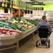 fauteuil roulant électrique pliable Eloflex pour faire ses courses