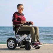 un fauteuil roulant électrique pliable Eloflex vous redonne de la liberté